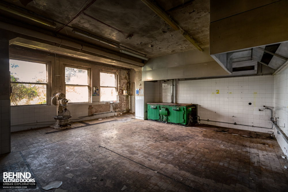 Knockmaroon Lodge, Dublin - Large old kitchen