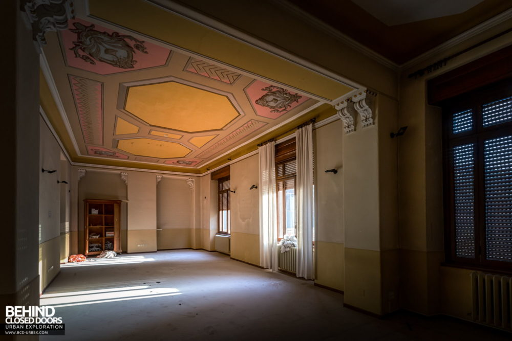 Tuberculosis Sanatorium / Hospital, Italy - Room with nice ornate ceiling