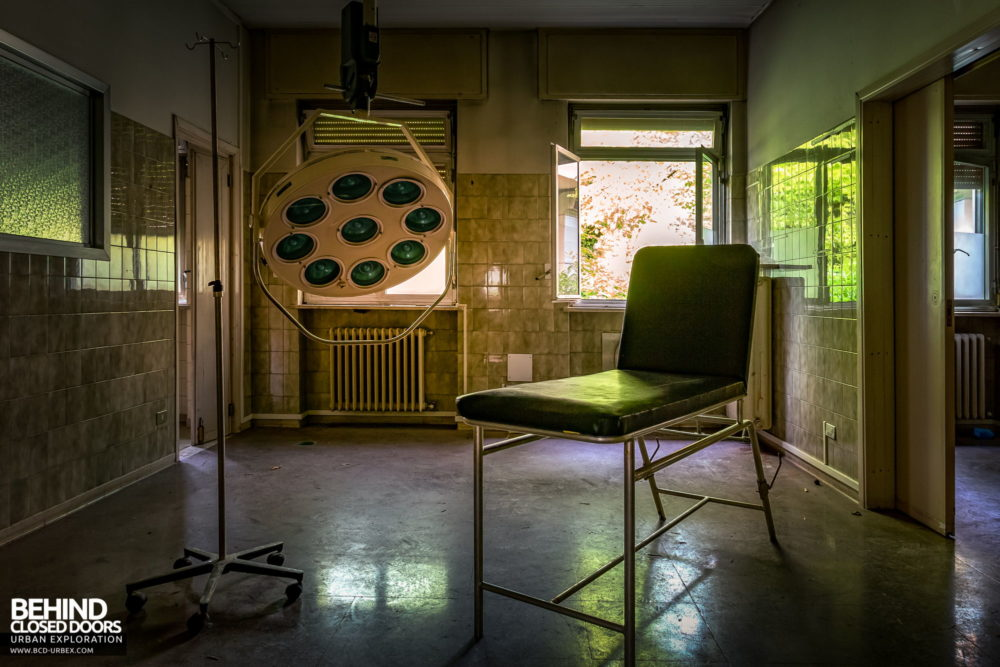 Tuberculosis Sanatorium / Hospital, Italy - Small operating theatre with light
