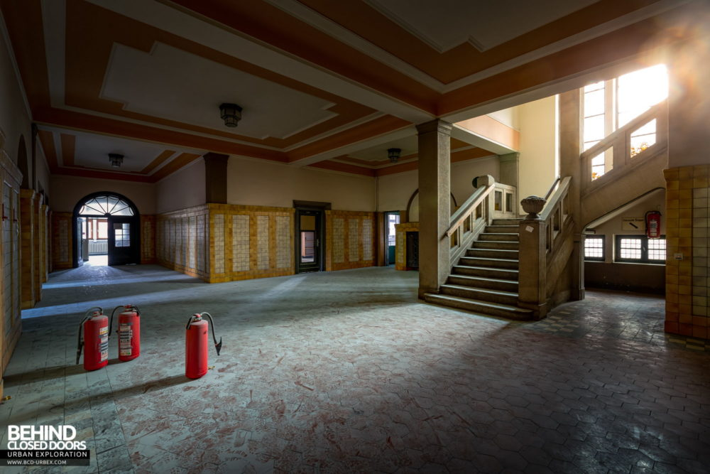 Zeche HR - Lobby and staircase in the admin block