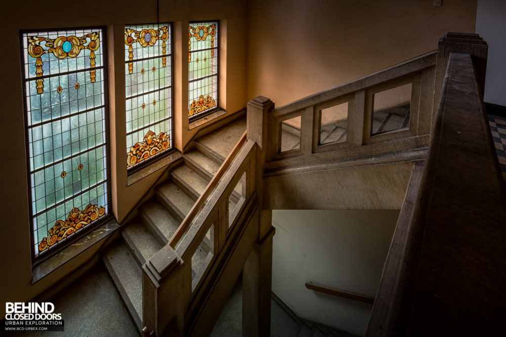 Zeche HR - Stained glass windows on the staircase