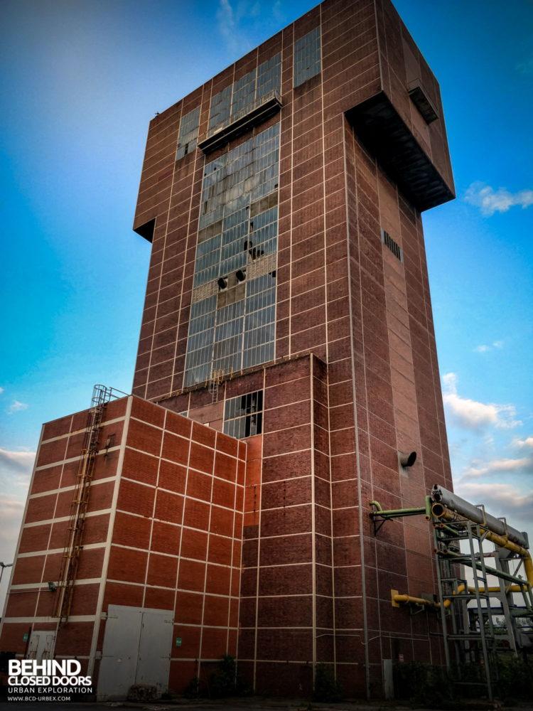 Zeche HR - The hammerhead winding tower