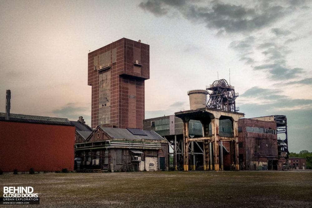 Zeche HR - the original headstock and newer winding tower