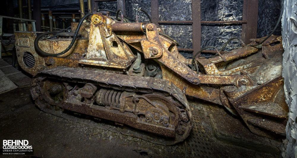 Chatterley Whitfield Underground Experience - Bulldozer machine