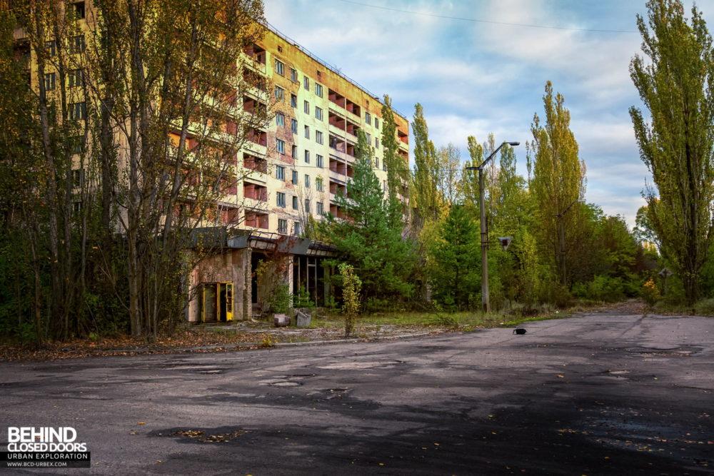 Corner of Kurchatov Street and Lenin Avenue now